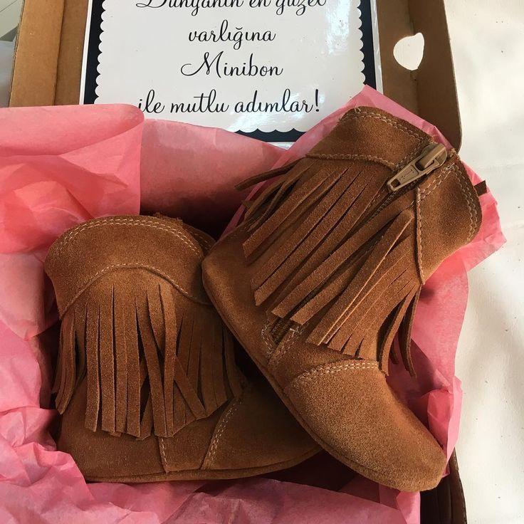 % El Yapımı kişiye özel tasarım doğal deri bebek ayakkabıları Ürünlerimizde domuz derisi yada suni malzeme kullanılmamaktadır.Modelleriniz bebek cocuk ayak anatomisine uygun olarak hazırlanmaktadır.Doğru beden ölçüsü için topuktan baş parmağa mezure ile ölçebilirsiniz❣️❣️#minibon#ilkadim#babyshoes#kidsshoes#elyapımı#handmade#bebekayakkabisi#kids#childrenshoes#yenimodel#wintershoes#fashion#childrenboots#elyapımıayakkabı#isimliminibon#isimlibot#baby#kids#makosen#