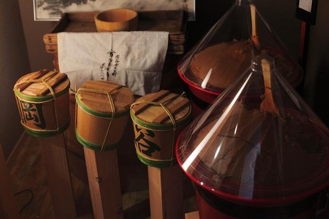 【味噌蔵】料亭には、味噌蔵、酒蔵、漬物蔵が併設