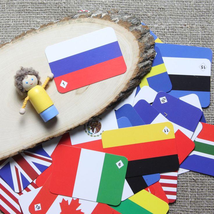 """Игра """"Мемо флаги"""": ребенок запомнит, как выглядят флаги 25 государств, потренирует внимание и память, а еще узнает из буклета, вложенного в игру, много интересной и полезной информации о флагах разных стран! В комплекте 50 карточек с парными изображениями флагов. Заказывайте в Игросити!"""