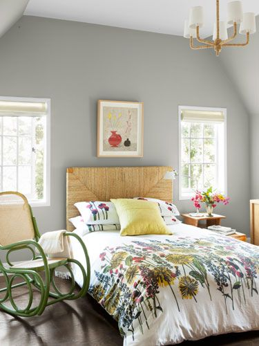 A fresh and floral #country #bedroom #design featured in Country Home magazine. We love the headboard and the rattan rocking chair.Wall Colors, Guest Room, Rocks Chairs, Bedrooms Colors, Guest Bedrooms, Cottages Bedrooms, Grey Wall, Bedrooms Ideas, Gray Wall