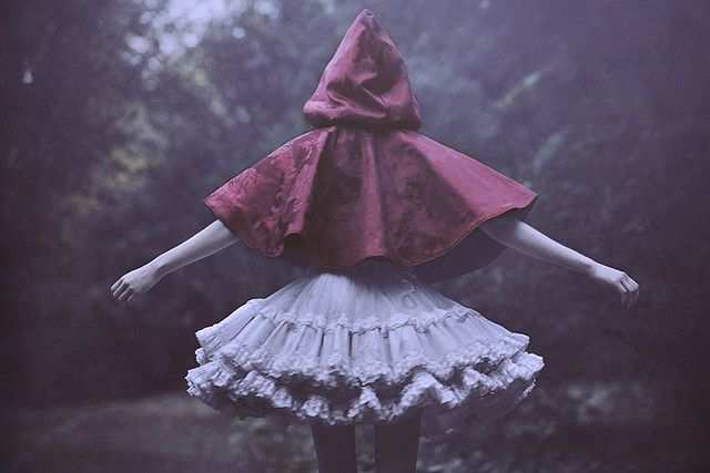 I love this photo by Rocio Montoya. Romantic and eerie, sweet and dark all at the same time. The kind of mood I love.