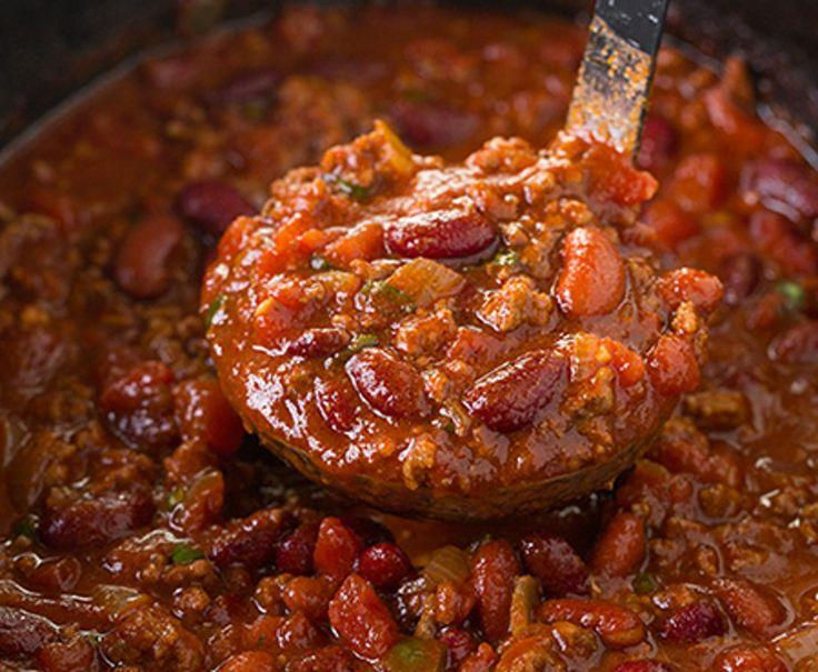 Préparez-vous cette délicieuse recette de chili au boeuf à la mijoteuse! Ça fait beaucoup de portions pour les lunchs et c'est très facile à faire :)