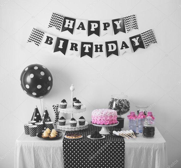 Resultado de imagen para decoracion fiesta de cumpleaños negro blanco y dorado Decoracion