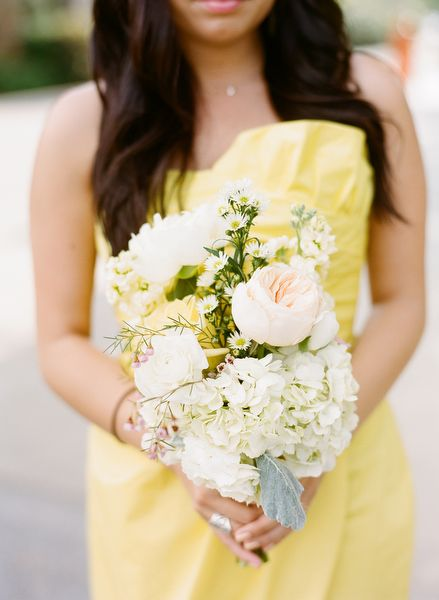 peachy pink bouquet // photo by Eric Kelley: Dresses Tops, Southern Gardens, Yellow Bouquets, Lights Yellow, Gardens Wedding, Texas Wedding, Photo, Bridesmaid Bouquets, Yellow Bridesmaid Dresses