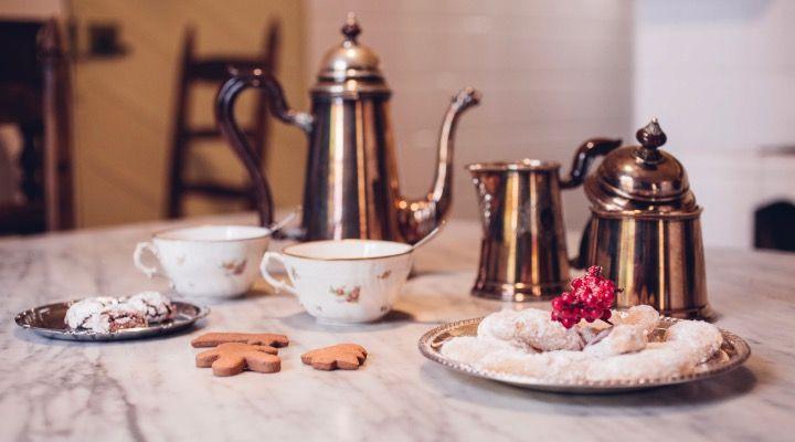 Christmas cookies: Vanillekipferl, Chocolate Crinkles, Friandises #cookies #christmas #recipes