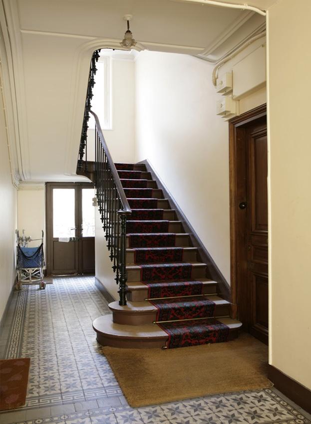 78 best images about escalier immeuble on pinterest for Peinture cage escalier immeuble