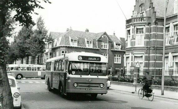 Afbeelding van de Leyland-Werkspoor autobus nr. 46 van het G.E.V.U. (Worldmaster, serie 41-60) als lijn 3 naar Zuilen in de Jan van Scorelstraat te Utrecht. vervaardiger Swierstra, Tj.E. (fotograaf)