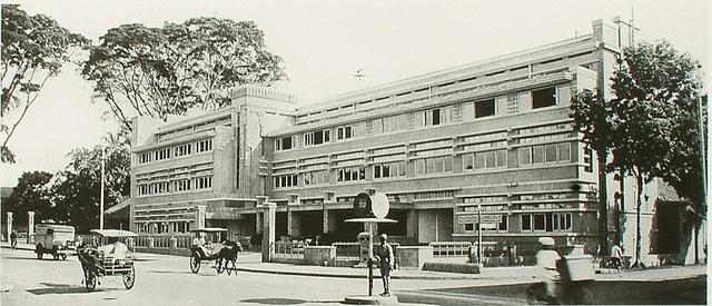 Bandoeng  (Hotel Preanger bukan ya?)