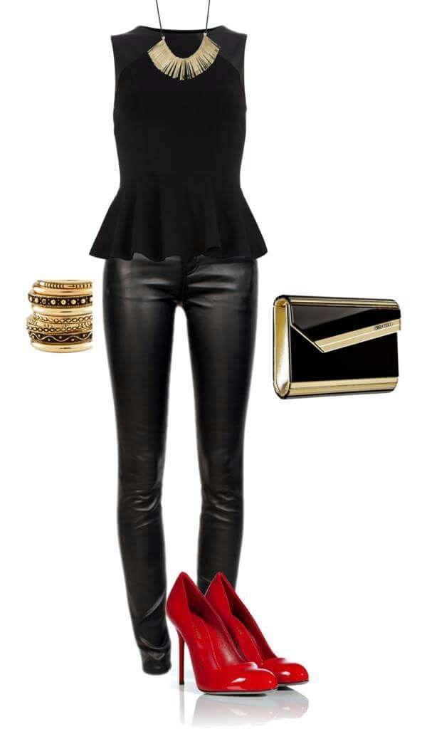 Top negro pantalones cuero ecologico negro zapatos rojos
