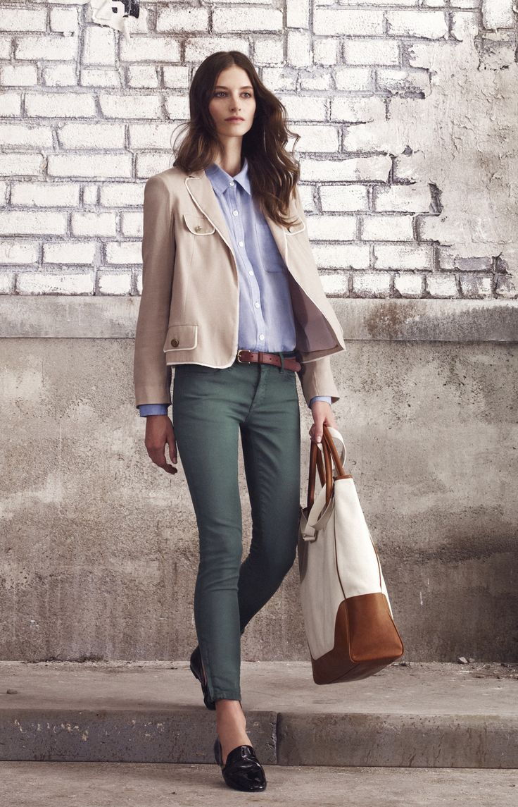 winter: blazer and colored pants. Big bag. #teacherclothes #winter #officewear