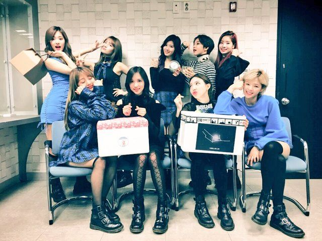 awesome JYP撒900萬!TWICE進軍日本倒數   韓國新生代女團「TWICE」去年以《CHEER UP》、《TT》2首歌曲摘下音樂節目24冠,聲勢正旺。她們所屬的「JYP娛樂�... http://taiwanese.moe/archives/609045 Check more at http://taiwanese.moe/archives/609045