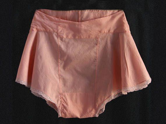 1930  short/culotte lingerie coton et dentelle coloris pêche