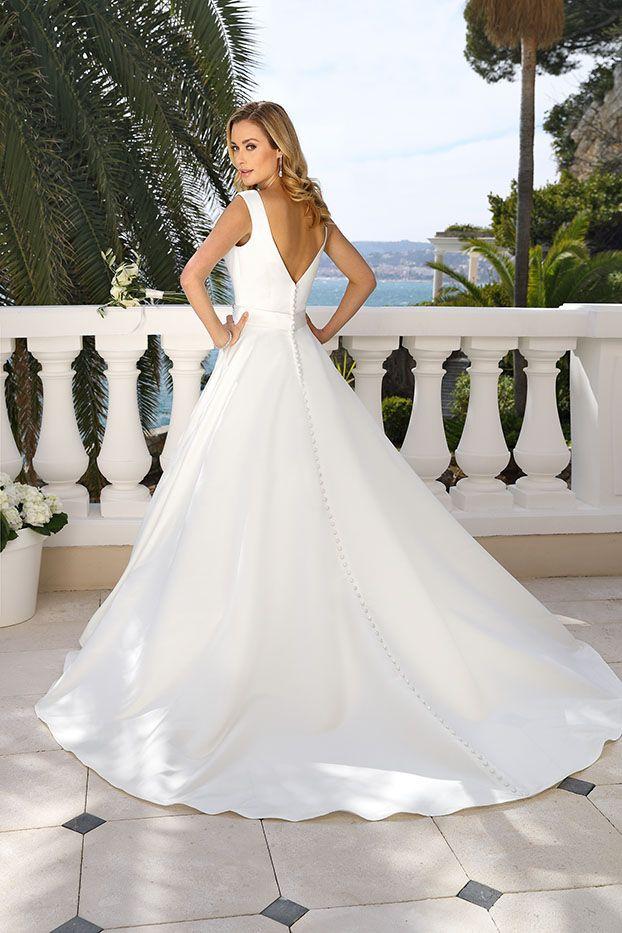 Bruidsjurken Amersfoort.Ladybird 419047 Art 29009 Valkengoed Wedding Fashion Amersfoort