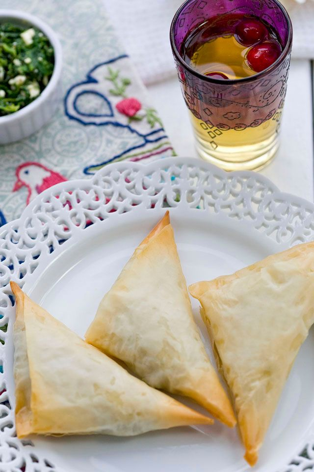 I am part Greek somehow, someway...I LOVE Greek food...music...dance.  Okay, the food.  The FOOD :::Spanakopita !!!!!