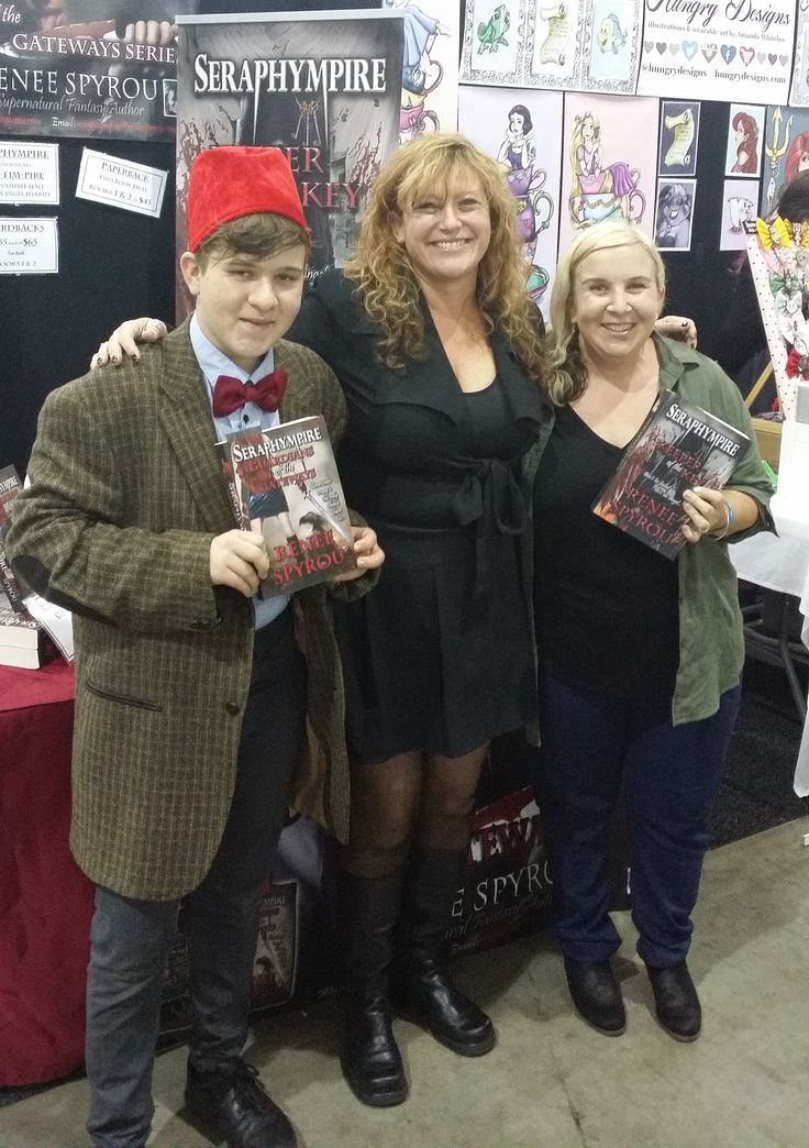 Another Lovely Lady named Amanda who purchased copies of my books at the #Ozcomiccon #Brisbane #Australia 2016 #ReneeSpyrou #Seraphympire #BookSigning #Cosplay #costumes #cosplayer's