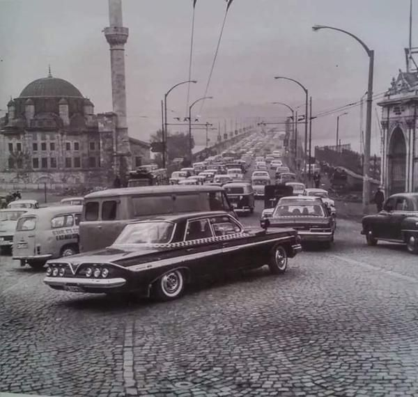 Unkapanı (Atatürk) köprüsü 1960'lar Solda yer alan cami Sokollu Mehmet Paşa cami.