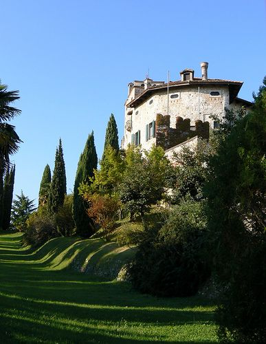 Castello di Villalta, Fagagna, Friuli-Venezia Giulia, Italy  #friuli #italy #travel #castle #hills