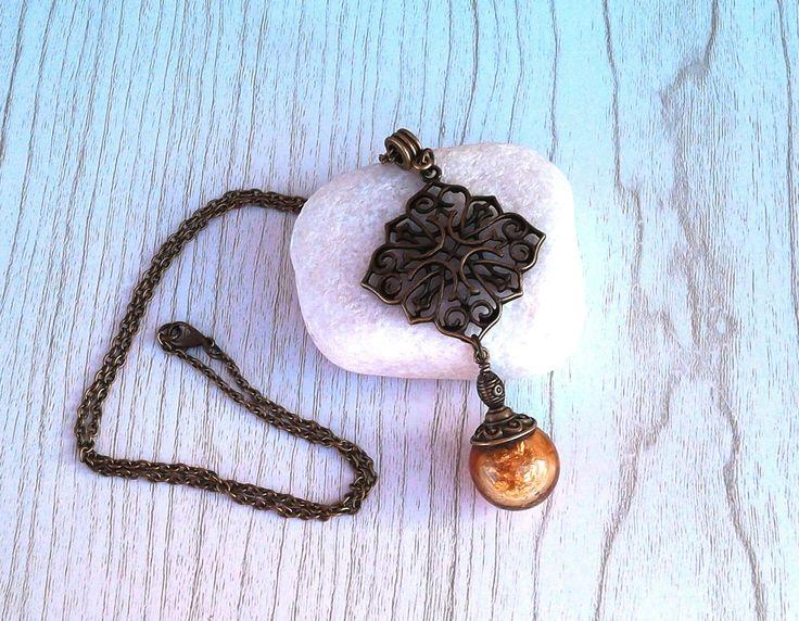 Collier chaine bronze (60 cm) avec perle de verre soufflé au chalumeau Ambre garnie de flocons d'or : Collier par auverredoz