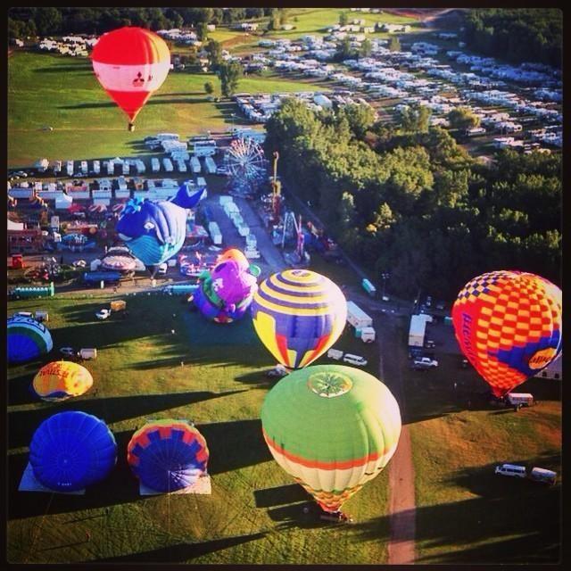 Belle photo de l'Envolée d'hier dans @LeDroitca : pic.twitter.com/fI2igh6Jgn #montgolfieres à #gatineau #superfmg #ledroit