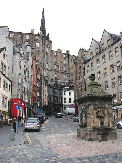 West Bow and Victoria Street, Edinburgh. Our tips for things to do in Edinburgh: http://www.europealacarte.co.uk/blog/2011/12/19/edinburgh-tips