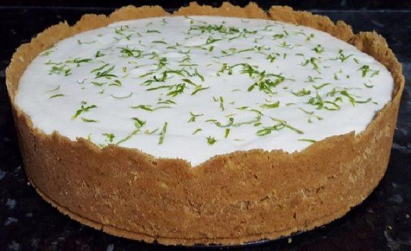 A Torta Mousse de Limão é uma sobremesa que vai agradar toda a família. Experimente! Veja Também:Torta Americana de Maçã Veja Também:Torta Farofa de Limã