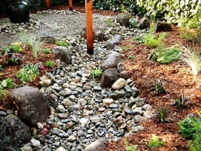 Dry Creek Rock Bed Creates a Stunning Outdoor Walkway