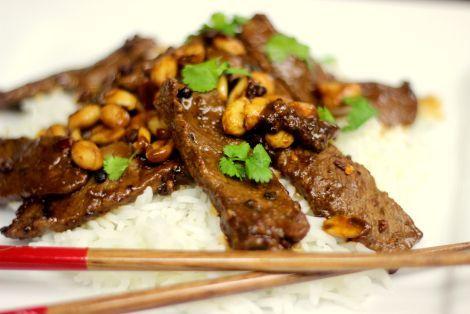 Wołowina Chogging to danie dla smakoszy kuchni chińskiej w ostrym wydaniu