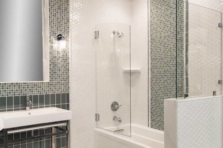 White Gloss Hexagon Tile With Glass Aloe Mosaic Detailing
