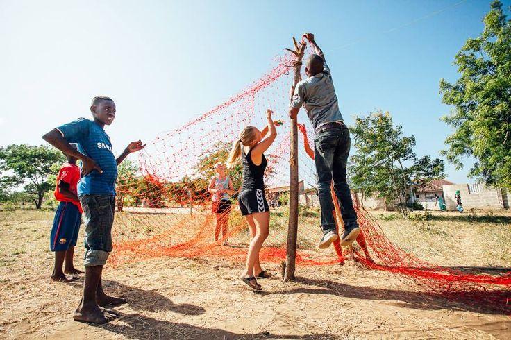 Community sport volunteering i Tanzania. http://www.artintanzania.org/en/internships-in-tanzania-africa/types-of-projects/sports-coaching-volunteer-tanzania-africa?utm_content=buffer8cb76&utm_medium=social&utm_source=pinterest.com&utm_campaign=buffer