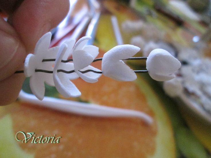цветы из фоамирана, мастер класс, мини цветы из фома, мк, украшения для волос, шпильки <i>праздничные ободки своими руками</i> для волос из фоамирана, розы из фоамирана, фигурный дырокол, как работать с фомом и компостером, декоративные элементы для волос, своими руками.искусственные цветы из фома