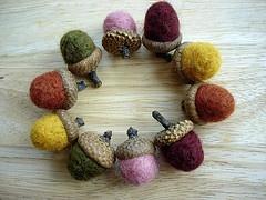 I love felted acorns!