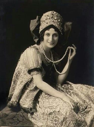 russian-style:  Famous ballet-dancer Anna Pavlova in traditional Russian dress, 1910s