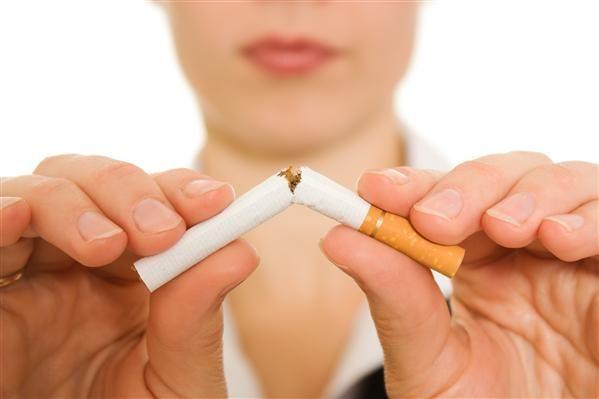 mujer no fumar