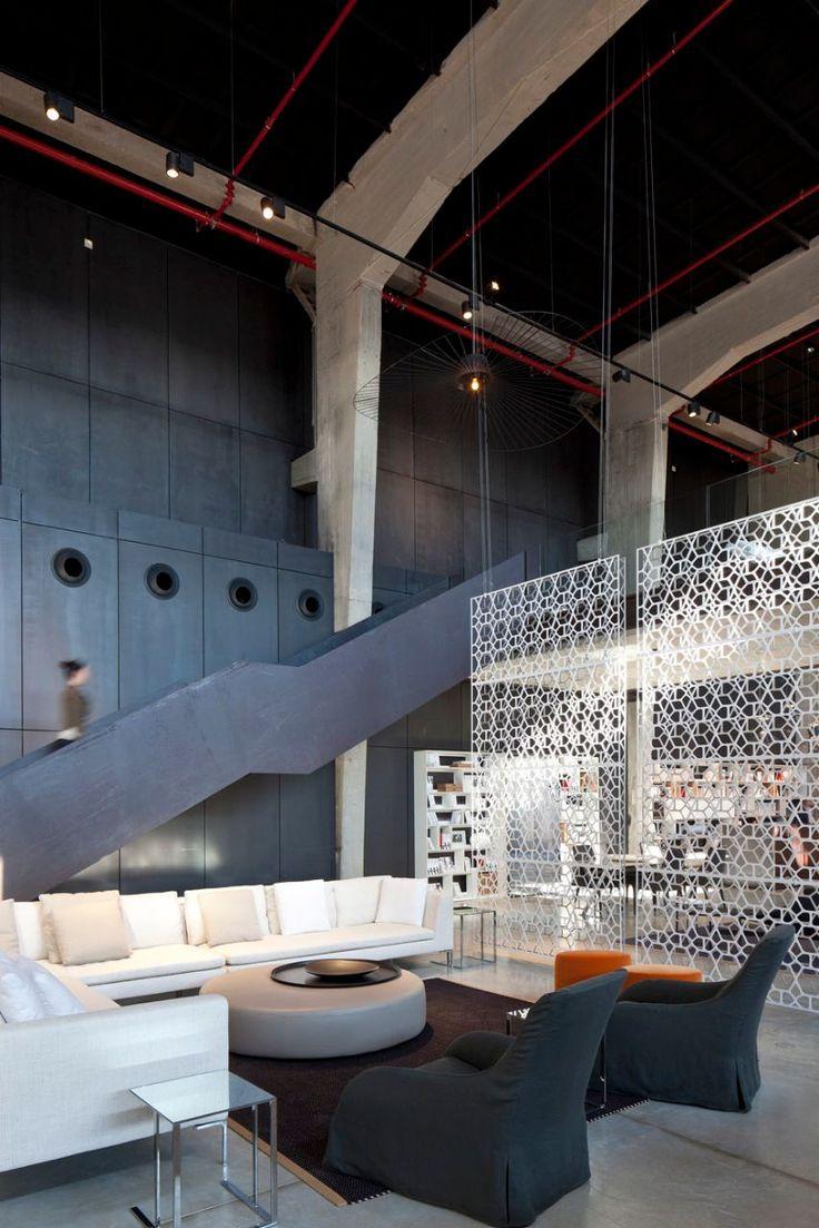 Duetto rug, The Box Furniture showroom in Tel Aviv