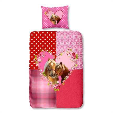 Gek op paarden en de kleur roze? Dan is dit Snoozing Sweet Horse flanel dekbedovertrek ideaal voor in jouw slaapkamer!