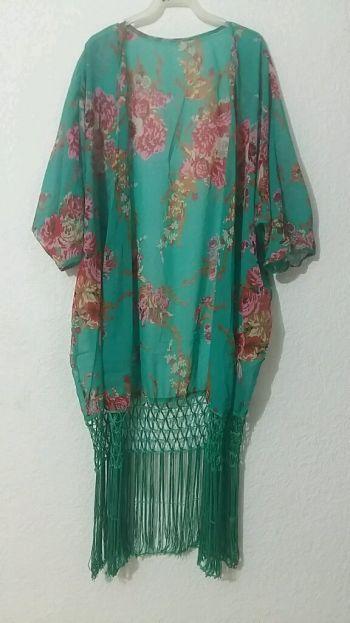 Kimono verde esmeralda con flores