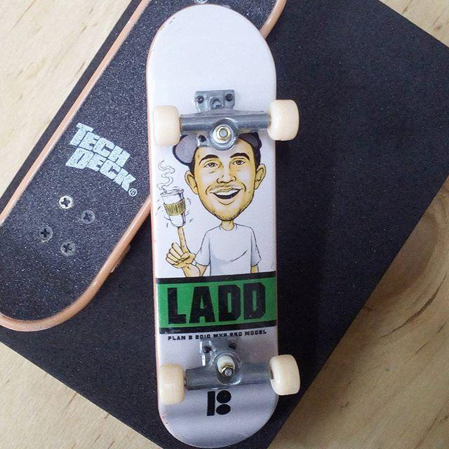 BRAND  PLAN B SKATER  PJ LADD SERIES  STANDARD SERIES PRODUCT  96MM DOล้อม่มีลายที่ * ไม่มีลายที่ล้อ * #techdeck #techdeckthailand #thailandtechdeck #fingerboard #fingerboardthailand #thailandfingerboard #toysthailand #toythailand #miniskate #skate #sk8 #สเก็ต #thailandskateboard #skateboardthailand #planb #pjladd