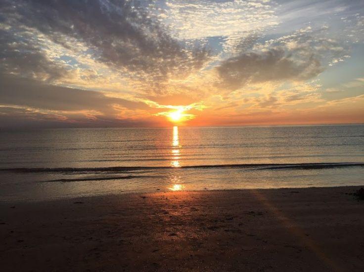 La semplicità di un tramonto sul mare #rimini #igersrimini #tramonto #italy #mare #spiaggia #riviera #romagma #emiliaromagna #sole #instagram #bancacarim