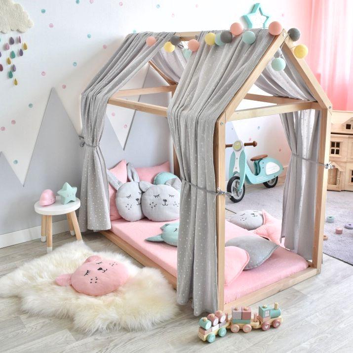 Hausbett als Schlafplatz und Spiel- bzw. Kuschelecke