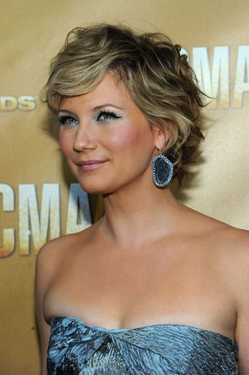 Seriously thinking of cutting my hair like this~