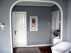 Reformamos con pladur y pintura de alta calidad en la decoración de este hall.