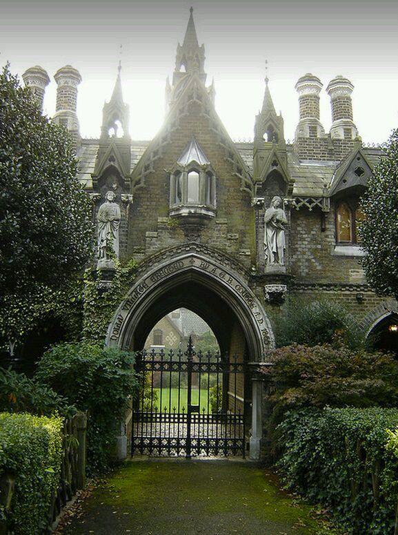 Best 25 Castle House Ideas On Pinterest