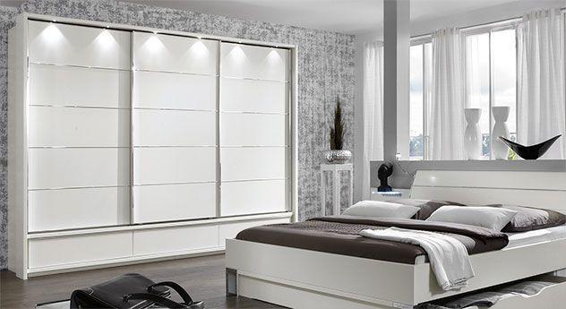 Praktischer Schwebetüren-Kleiderschrank mit stylischen LED-Leuchten. | Betten.de #kleiderschrank #modern #weiß #wohnen #schlafzimmer http://www.betten.de/weisser-kleiderschrank-schwebetueren-salford.html