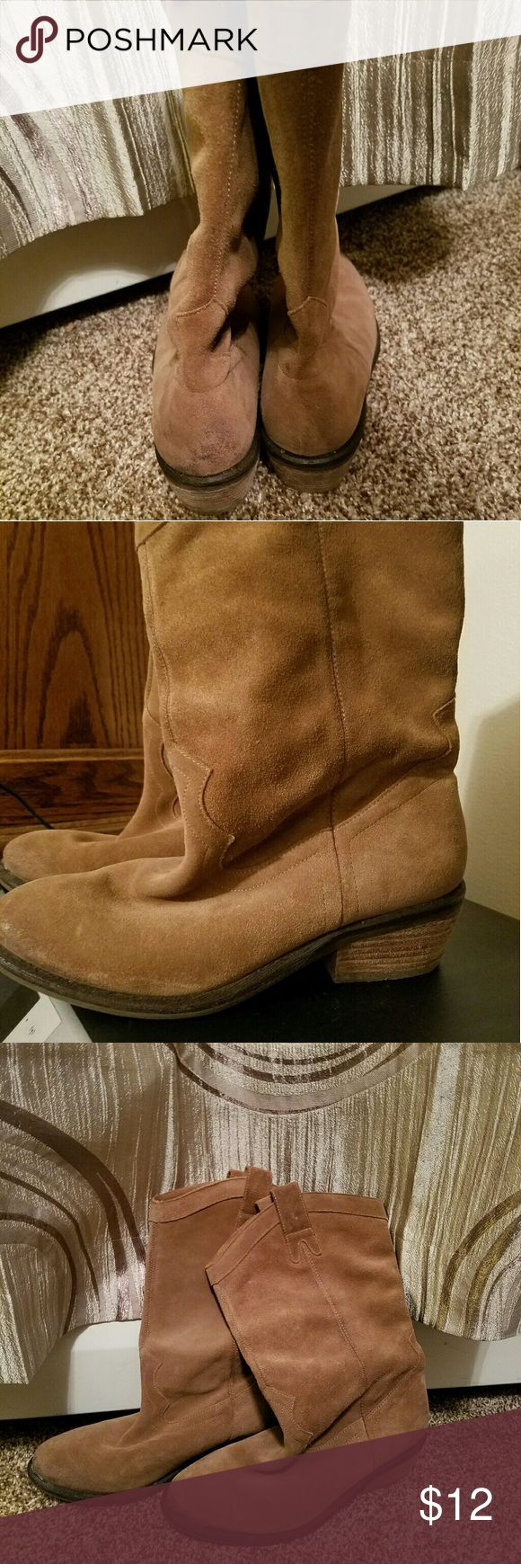 Size 61/2 Jessica Simpson suede slouch boots Beautuful tan colored suede slouch boots.   In great condition.   Just trying to clear out closet now.  My Loss.   You gain;) Jessica Simpson Shoes Heeled Boots