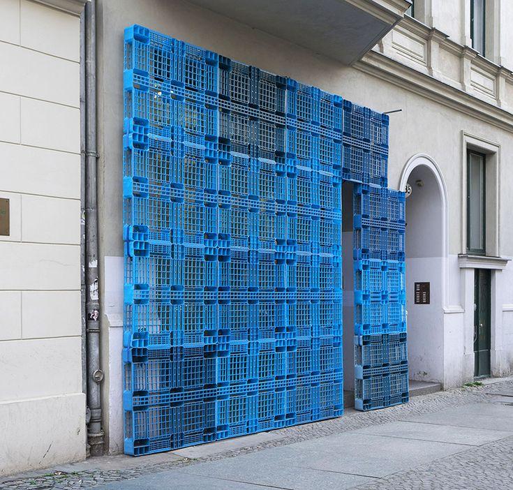 BORGMAN | LENK reconstructs berlin building façade using plastic pallets