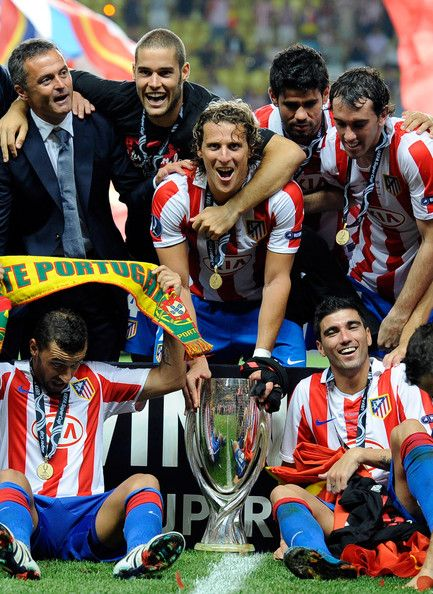 Diego Forlan Photos Photos - Diego Forlan of Atletico Madrid celebrates with team mates after winning the UEFA Super Cup between Inter and Atletico Madrid at Louis II Stadium on August 27, 2010 in Monaco, Monaco. - Inter Milan v Atletico Madrid - UEFA Super Cup