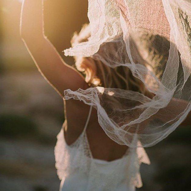Beautiful, simple, and elegance is A LA Robe wedding dresses. #loversland #alarobe #weddingdress #sayyestothedress