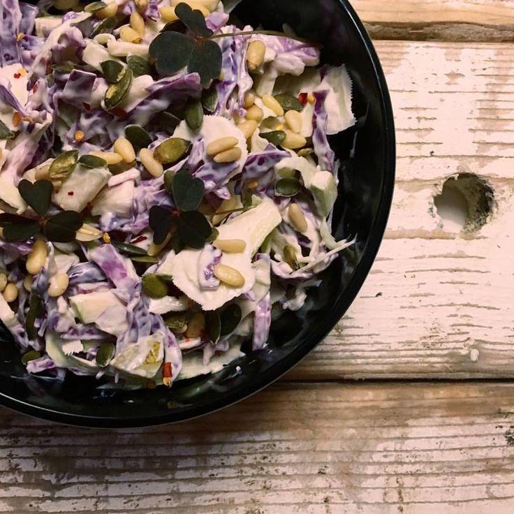 Mættende kålsalat med cremet dressing