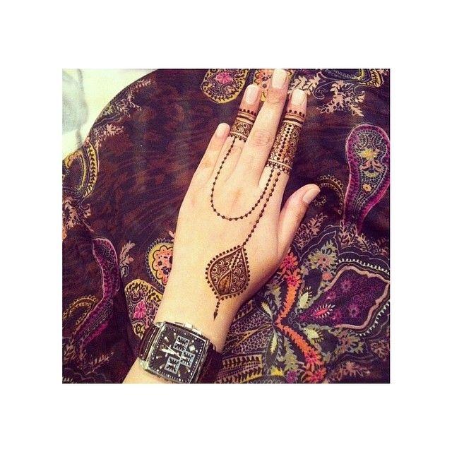 Treat henna like an accessory