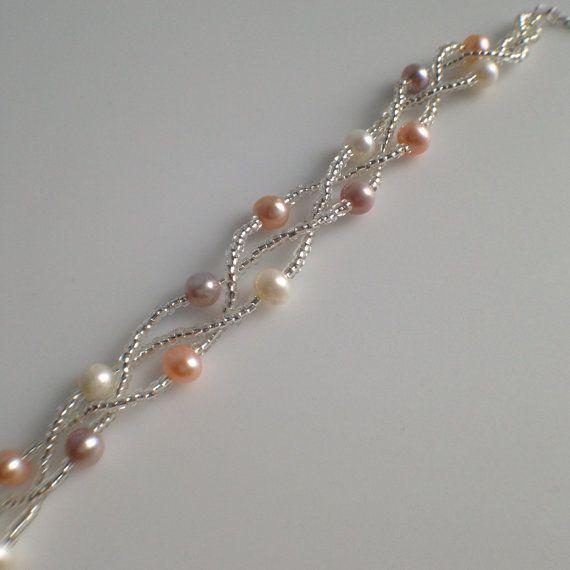 Schmuck: Perlen Armband Perle Typ: Süßwasserperlen Perlen-Glanz: ausgezeichnet Perlen-Oberfläche: sauber Perlen-Form: rund : Perlen Farbe Multi Perlen Größe: Ca. 5mm Armband Länge: 6,5-Zoll-7.5 erweiterbar Metall: Weißgold-Farbe Artikel-Code: JEW002065 Es kommt verpackt in einem